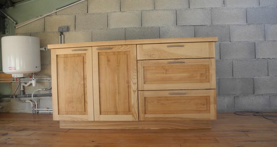 Le coin cuisine de l atelier eventail menuiserie for Cuisine en bois frene