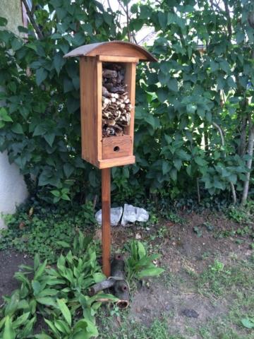 Hôtel à insectes meubles en bois exterieur
