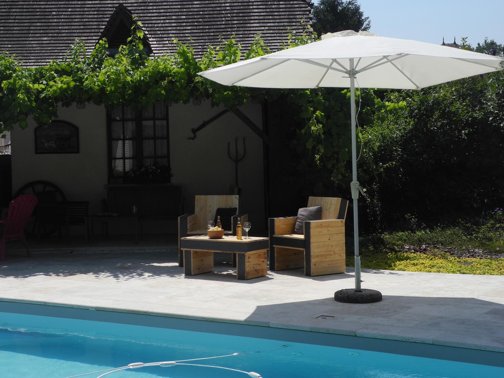 Salon Palette Artisanat au bord piscine