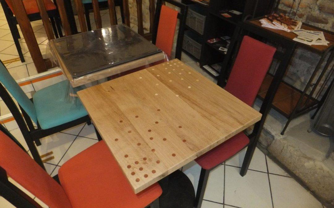 Une table pour le restaurant le Que'm Platz